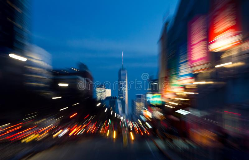 Luces abstractas de la noche de una escena de la calle muy transitada en Manhattan nuevo Yo fotografía de archivo libre de regalías