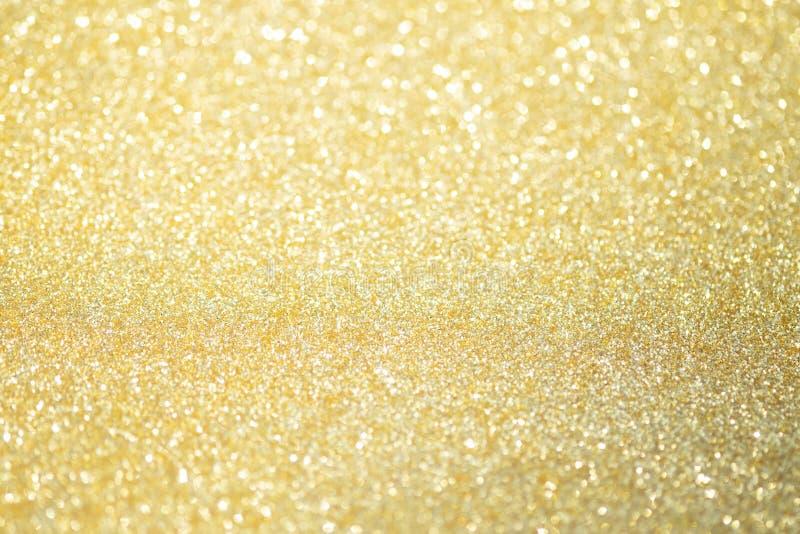Luces abstractas del bokeh del brillo del oro con el fondo ligero suave fotos de archivo