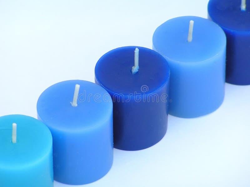 Download Luces azules en una fila imagen de archivo. Imagen de cera - 180493
