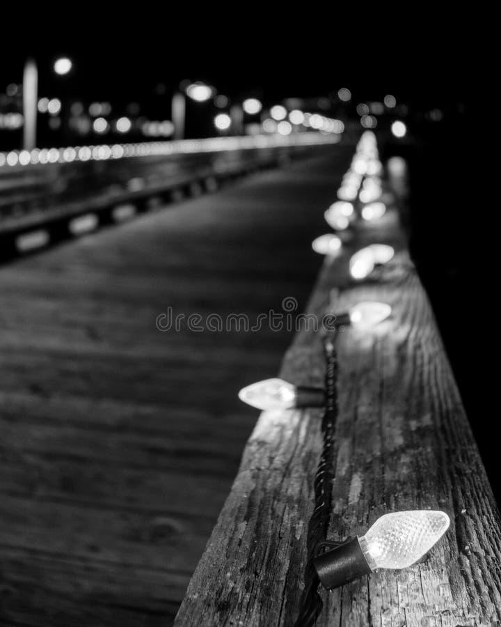 Luces blancas en la barandilla imágenes de archivo libres de regalías