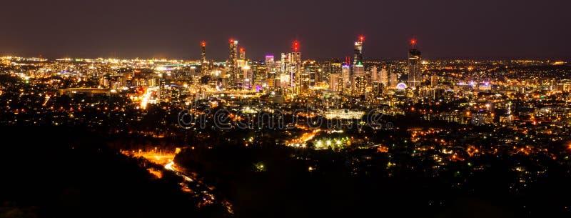 Luces brillantes de la ciudad fotos de archivo