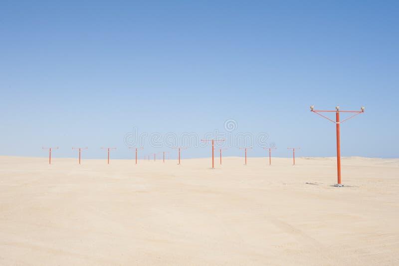 Luces de acercamiento en una pista del aeropuerto fotos de archivo libres de regalías