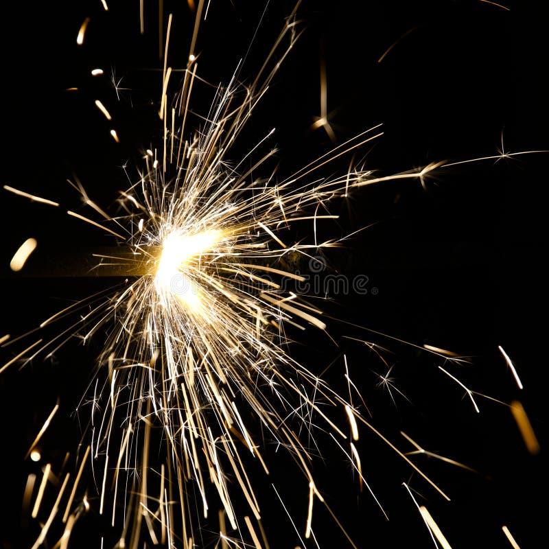 Luces de Bengala chispeantes en un feliz día de fiesta imagen de archivo