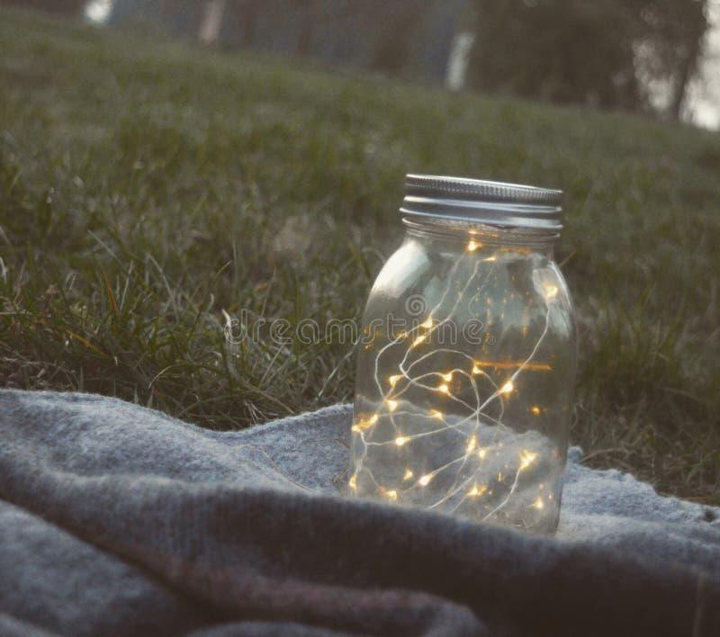 Luces de hadas en un tarro imágenes de archivo libres de regalías