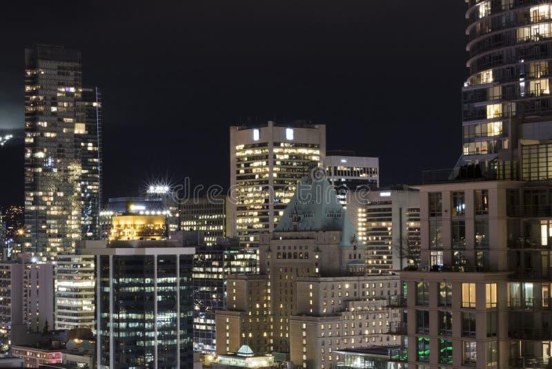 Luces de la ciudad en el noroeste pac?fico imagenes de archivo