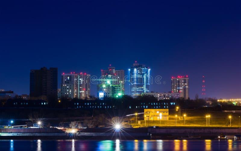 Luces de la ciudad en la noche imagen de archivo libre de regalías