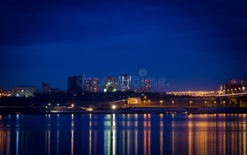 Luces de la ciudad en la noche fotos de archivo libres de regalías