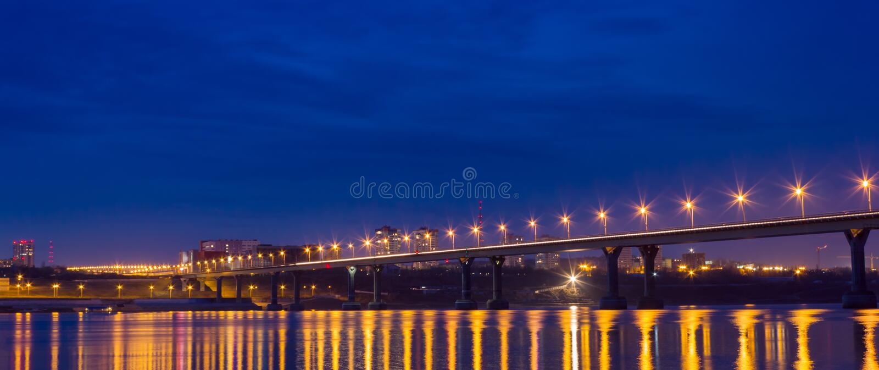 Luces de la ciudad en la noche fotografía de archivo libre de regalías
