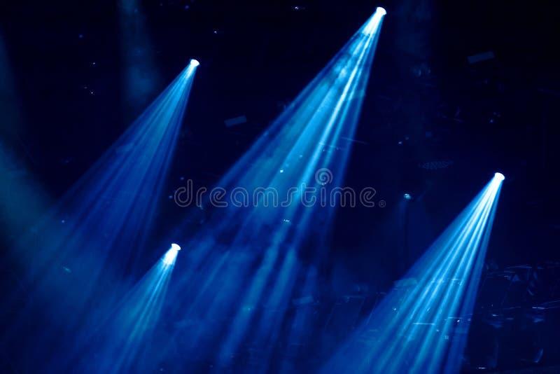 Luces de la etapa en un concierto imágenes de archivo libres de regalías
