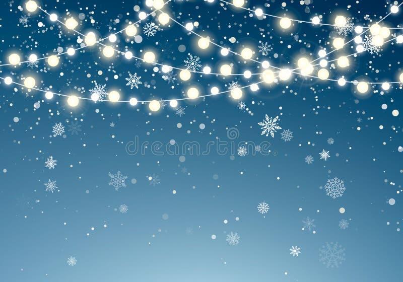 Luces de la Navidad con los copos de nieve que caen que brillan en fondo del cielo nocturno Guirnalda que brilla intensamente de  stock de ilustración