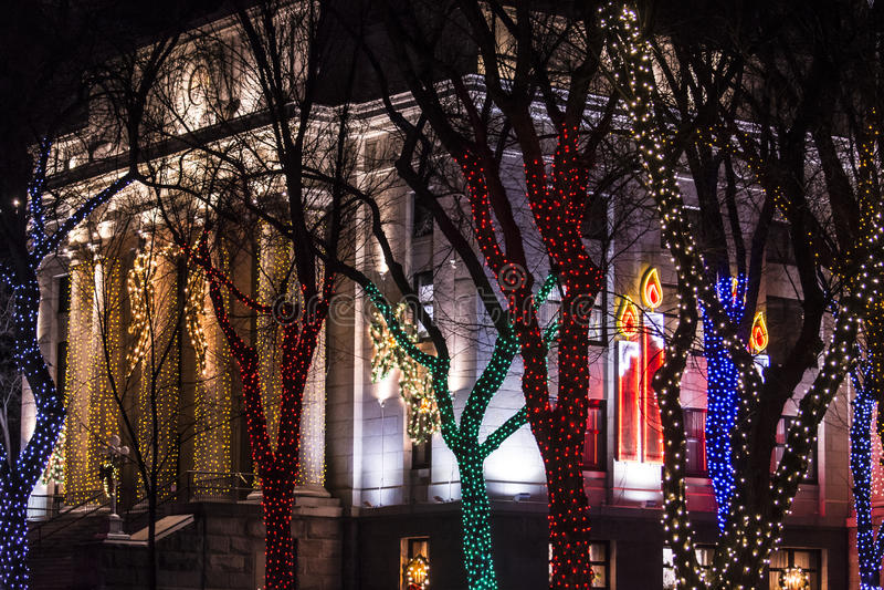 Luces de la Navidad en el cuadrado del tribunal fotos de archivo libres de regalías