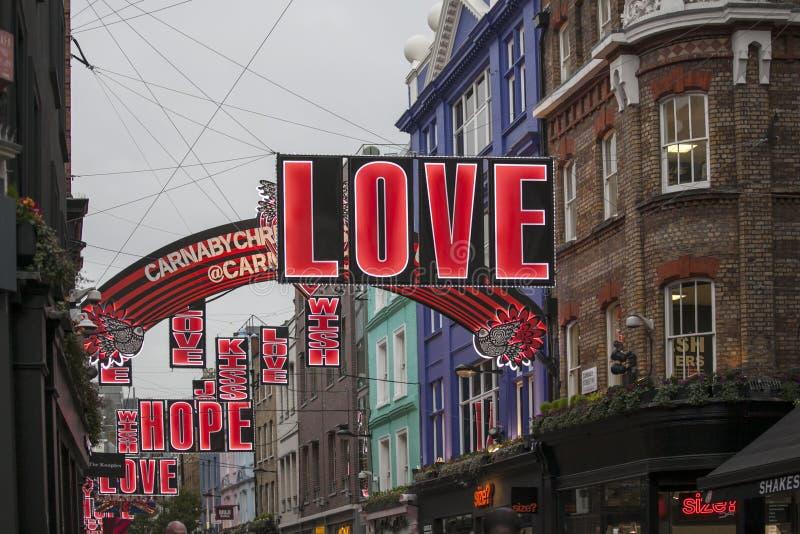 Luces de la Navidad en la calle de Carnaby el 26 de noviembre de 2016 en Londres, Reino Unido Característica s de las luces de la fotos de archivo