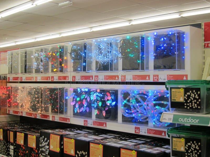 Luces de la Navidad en la demostración para la venta. fotografía de archivo libre de regalías