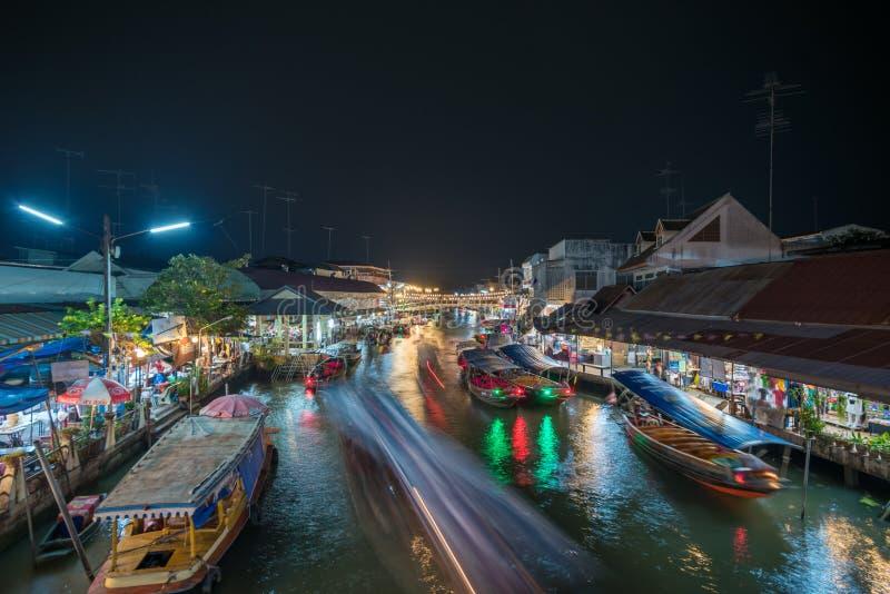 Luces de la noche del mercado flotante de Amphawa, Tailandia imagen de archivo libre de regalías