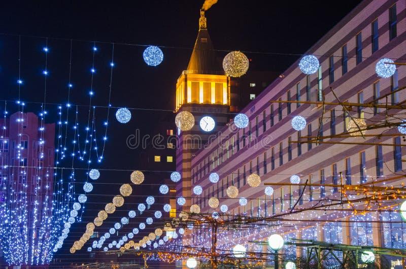Luces de la noche en ciudad imagenes de archivo