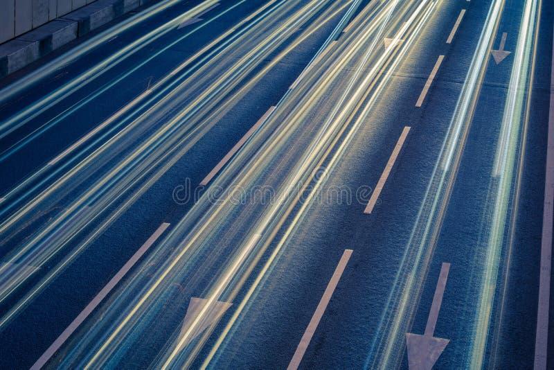 Luces de la raya del coche imagen de archivo libre de regalías