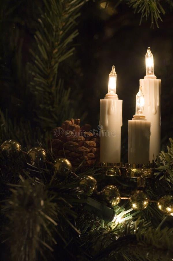Luces del árbol de navidad de la vela imagenes de archivo