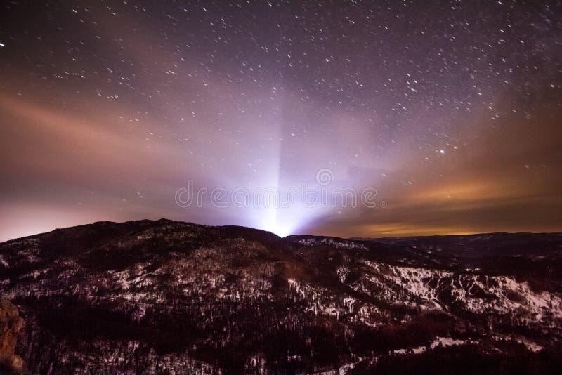 Luces del cielo estrellado ligero del monte Rushmore en la noche en el Black Hills imágenes de archivo libres de regalías