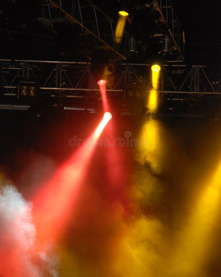 Luces del estroboscópico en un concierto imágenes de archivo libres de regalías