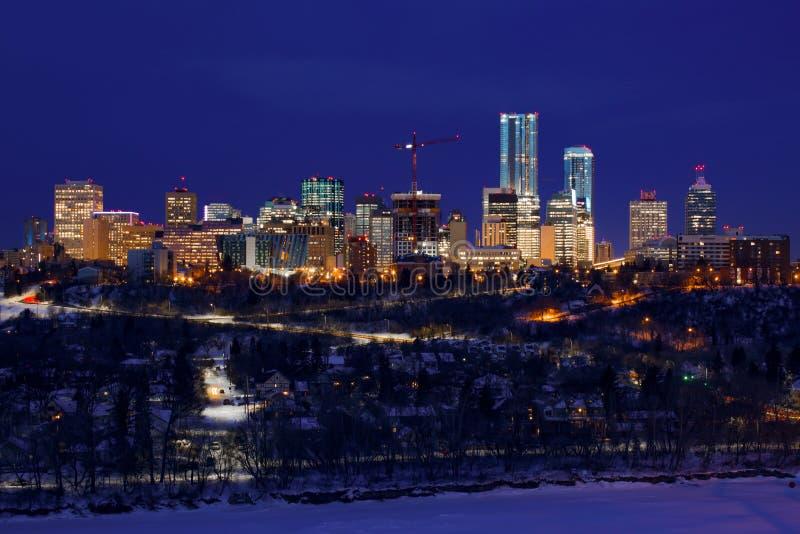 Luces del horizonte de Edmonton en la noche imagen de archivo libre de regalías