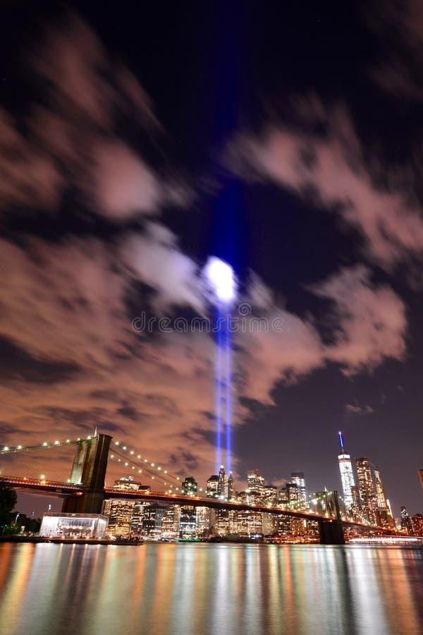 Luces del tributo del horizonte de NYC imagen de archivo