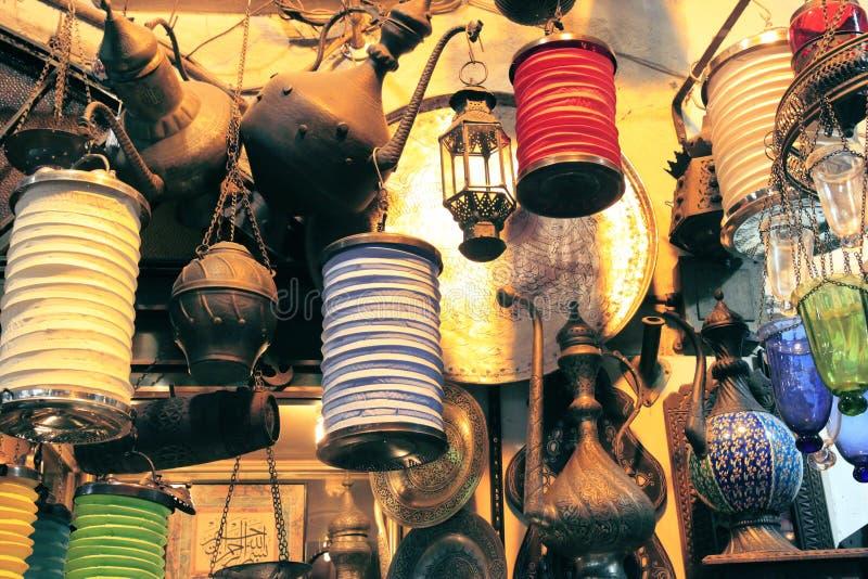 Luces del vintage en el mercado de Istambul foto de archivo