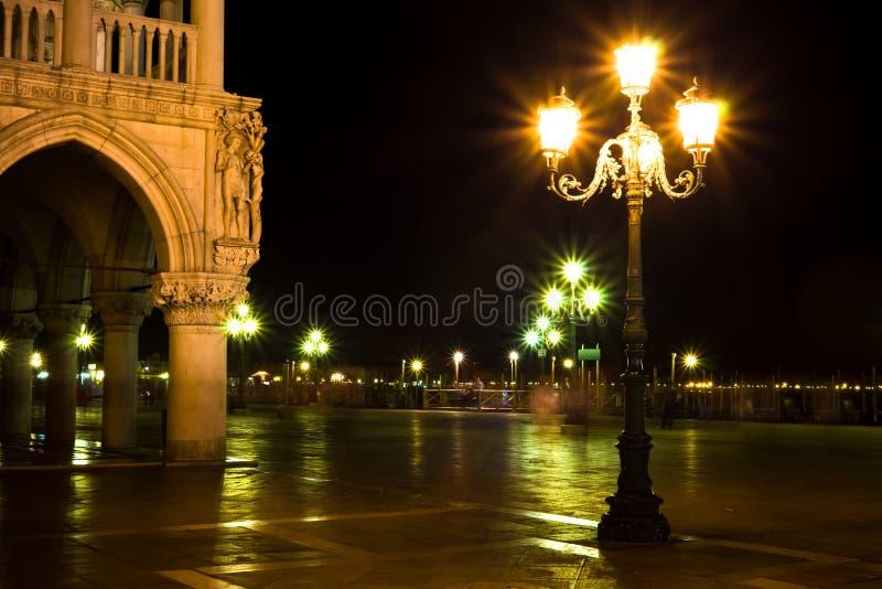 Luces en la plaza San Marco en la noche imagen de archivo libre de regalías
