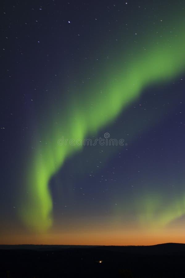 Luces norteñas sobre crepúsculo imagen de archivo libre de regalías