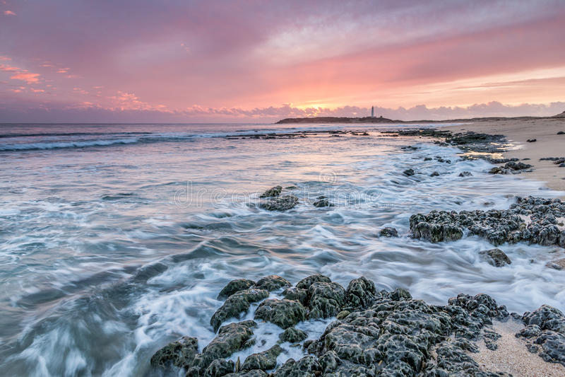 Luces pasadas en el cabo Trafalgar, Cádiz, España imagen de archivo libre de regalías