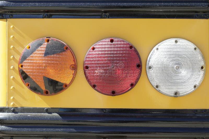 Luces posteriores de un autobús escolar imagen de archivo