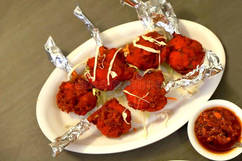 Lucette de poulet avec le chutney schezwan photo stock