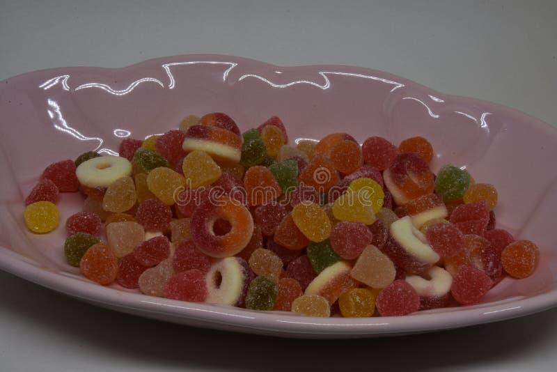 Lucettes colorées et différent colorés autour de la sucrerie images stock