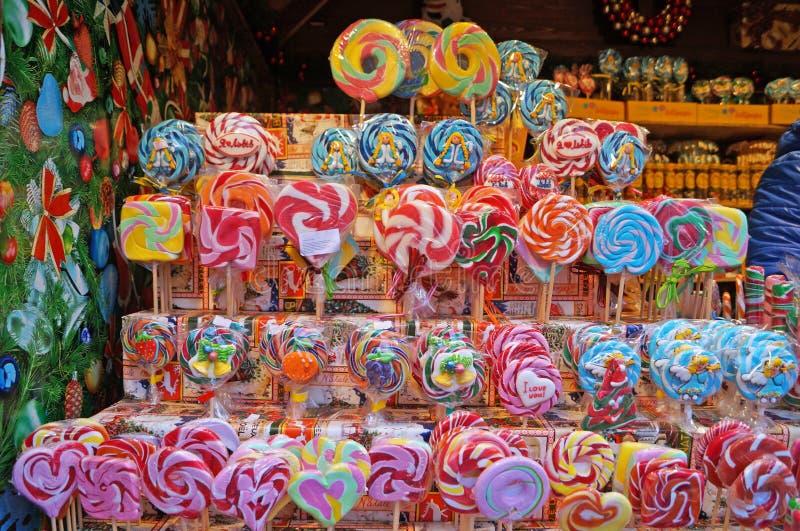 Lucettes de Noël de différentes couleurs, saveurs et formes images stock