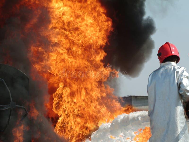 Lucha contra el fuego fotos de archivo