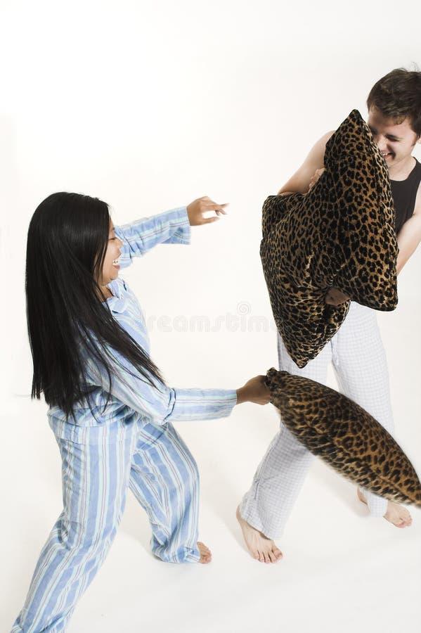 Lucha de los pares con las almohadillas fotografía de archivo