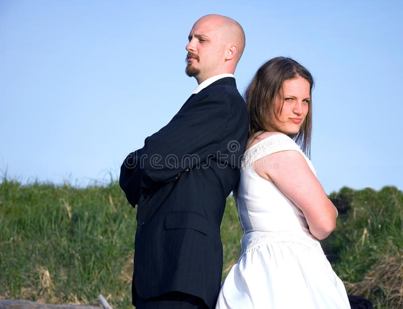 Lucha de los pares de la boda imagen de archivo libre de regalías