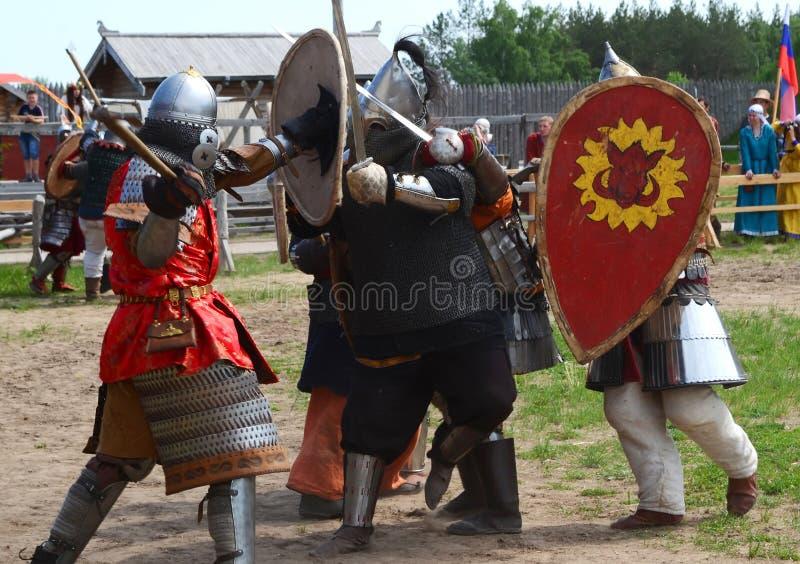 Lucha medieval de los caballeros imagen de archivo libre de regalías