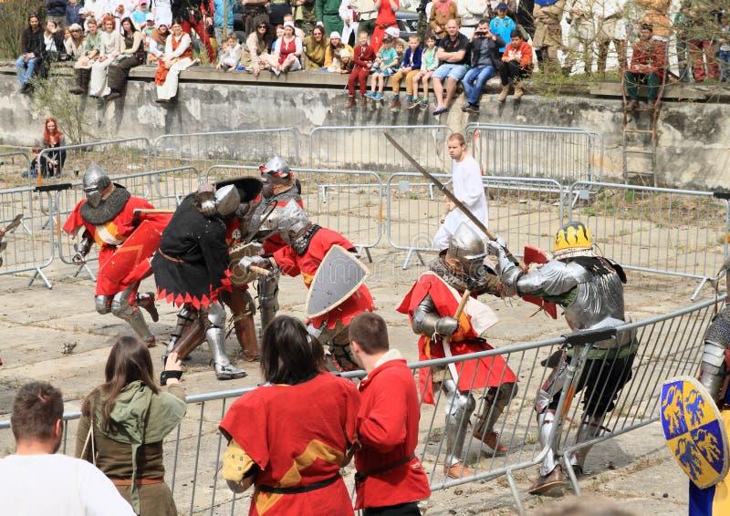 Lucha medieval de los caballeros fotos de archivo