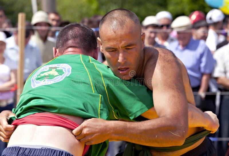 Lucha nacional tártara en las correas en Sabantuy imagen de archivo libre de regalías