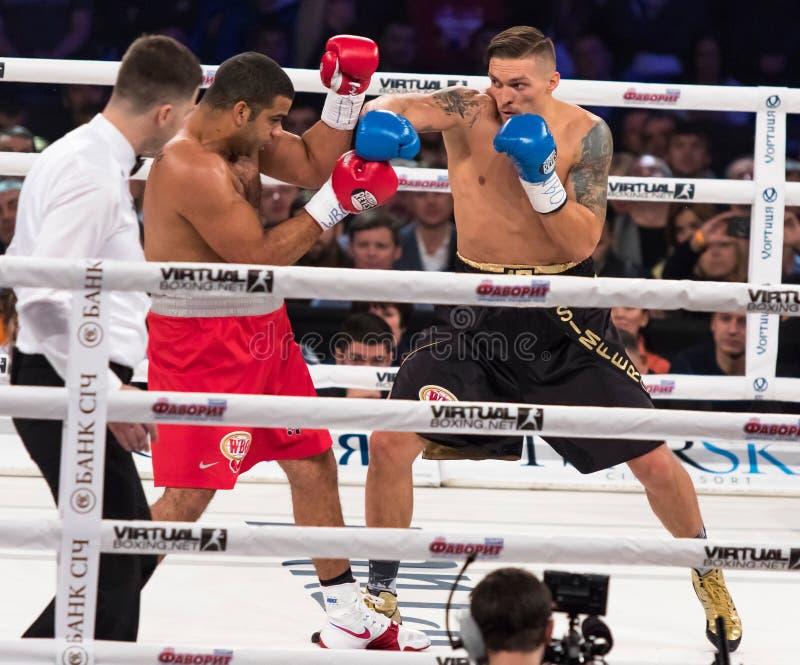 Lucha para el título intercontinental Oleksandr Usyk de WBO contra Pedro fotos de archivo libres de regalías