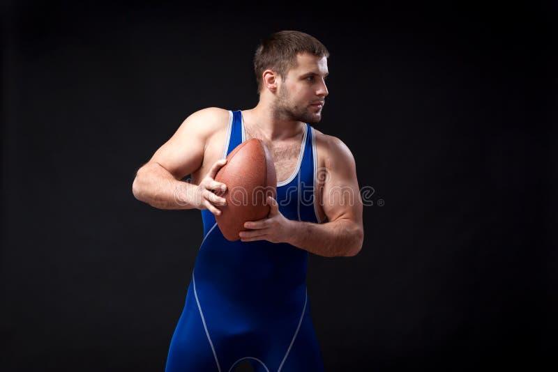 Luchador de sexo masculino oscuro-cabelludo joven fotos de archivo libres de regalías