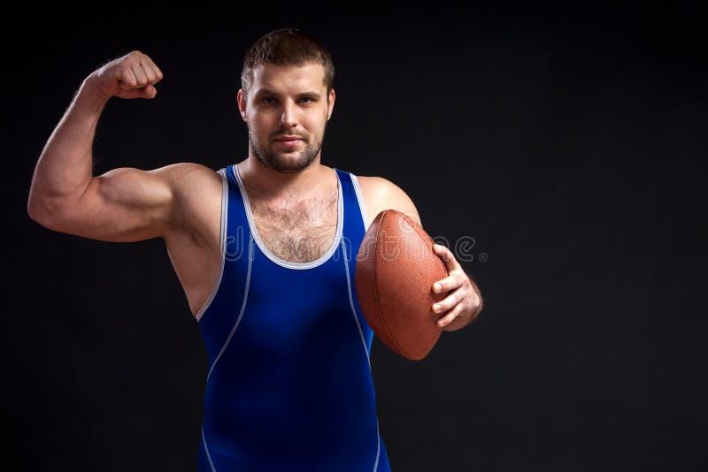 Luchador de sexo masculino oscuro-cabelludo joven foto de archivo libre de regalías