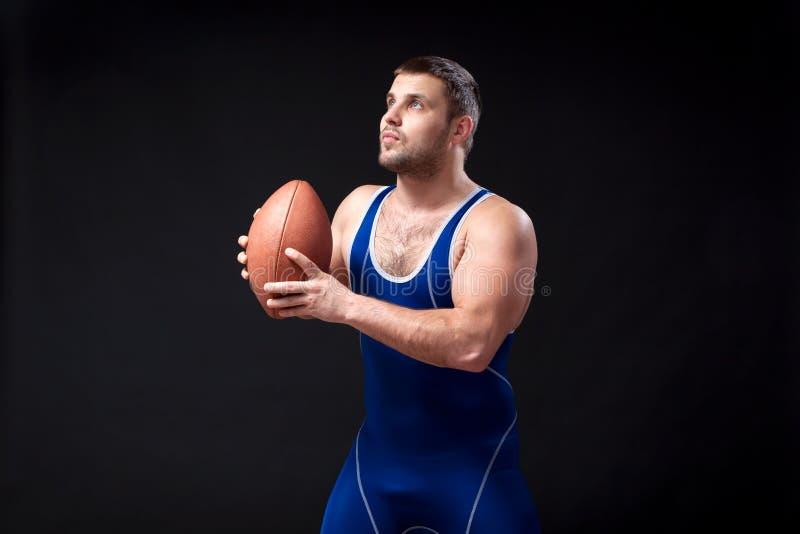 Luchador de sexo masculino oscuro-cabelludo joven imagen de archivo libre de regalías