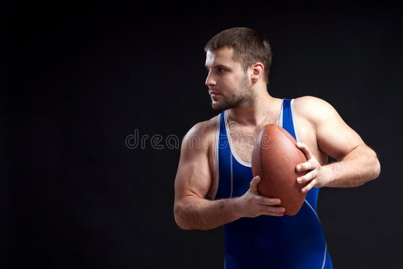 Luchador de sexo masculino oscuro-cabelludo joven imagenes de archivo