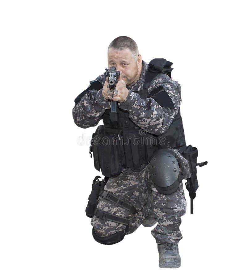 Luche contra el terrorismo, soldado de las fuerzas especiales, con el rifle de asalto, policía golpean con fuerza imágenes de archivo libres de regalías