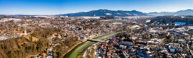 Lucht beroemde oude stad van de Slechte sneeuw van Toelz Februari Bergenisar rivier Beieren Duitsland stock foto