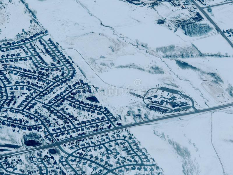 Lucht het landschapsmening van de de wintersneeuw van landelijk en stadsland tussen Minneapolis Minnesota en Indianapolis Indiana stock foto's