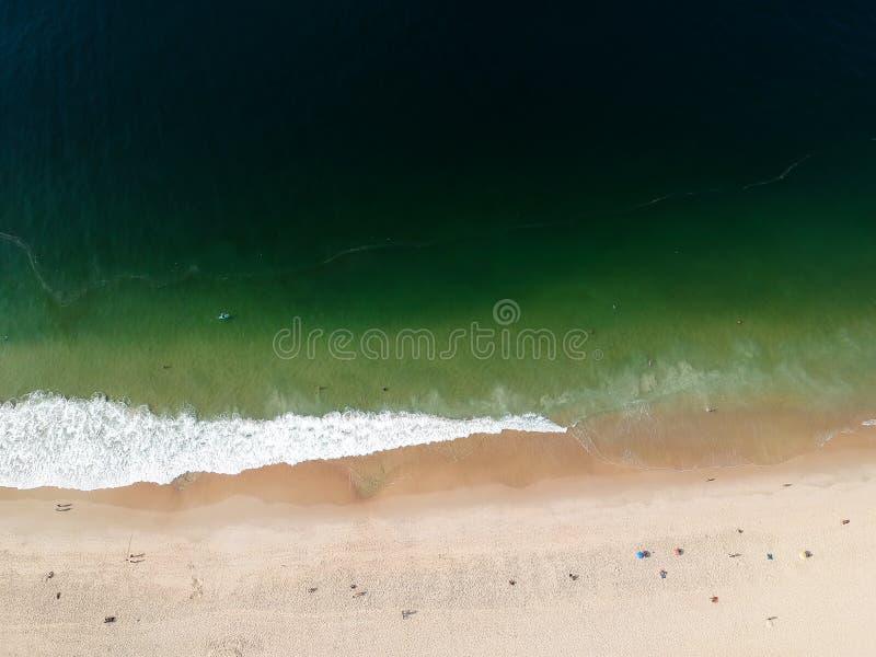 Lucht het strandmening van hommelleblon, Rio de Janeiro royalty-vrije stock afbeelding