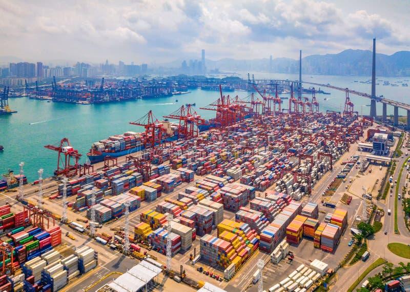 Lucht hoogste mening van containervrachtschip in de de uitvoer en van de de invoer bedrijfs en logistiek internationale goederen  royalty-vrije stock fotografie