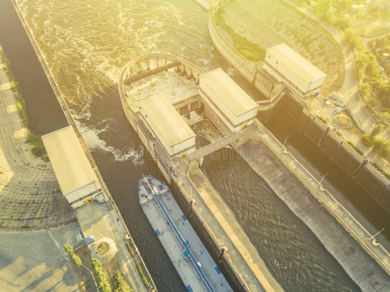 Lucht hoogste mening van de gatewayterminal van het schipdok in de haven F stock foto